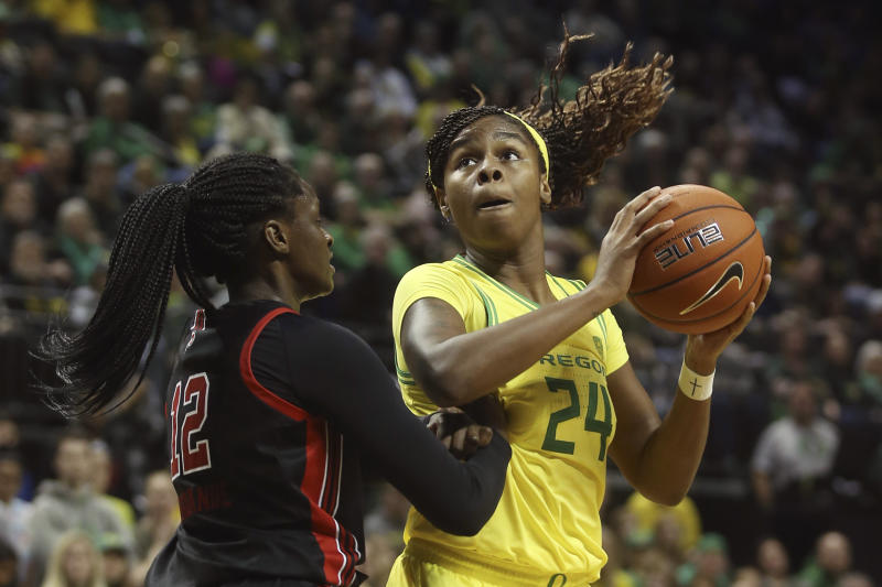 Oregon's Ruthy Hebard, right, maneuvers for position under the basket against Utah's Lola Pendande during the third quarter of an NCAA college basketball game in Eugene, Ore., Sunday, Jan. 5, 2020. (AP Photo/Chris Pietsch)