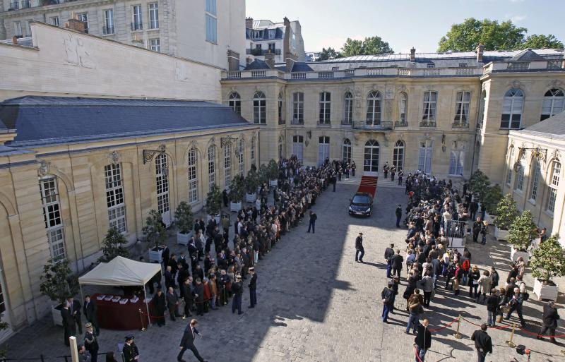 View of the Hotel Matignon during the handover ceremony between outgoing French prime minister Francois Fillon and new prime minister Jean-Marc Ayrault, in Paris, Wednesday May 16, 2012. France's new prime minister, a moderate Socialist with an affinity for Germany who will no doubt be quickly pressed into service to tend to the nation's all-important relationship with Berlin, took office Wednesday.(AP Photo/Remy de la Mauviniere)
