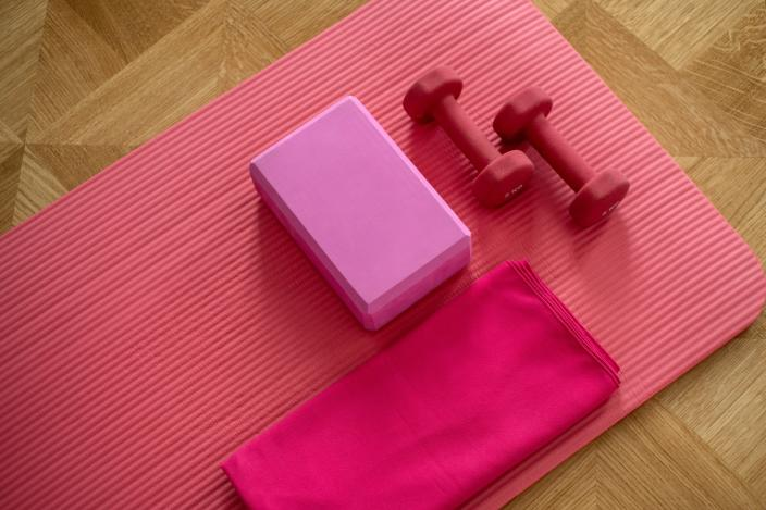 Brits are buying weights for at-home workouts instead of going to the gym. Photo: Elena Kloppenburg/Unsplash