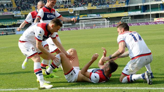 Crotone celebrating vs Chievo Serie A 2017/04/02