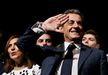 Ex-French economy minister announces presidential bid