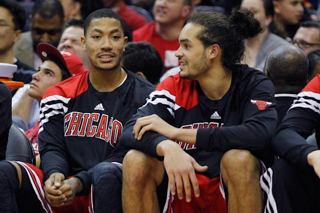 WASHINGTON, DC - JANUARY 30: Derrick Rose #1 (L) talks with teammate Joakim Noah #13 of the Chicago BuJoakim NDerrick Rose (R) during the second half against the Washington Wizards at Verizon Center on January 30, 2012 in Washington, DC. NOTE TO USER: User expressly acknowledges and agrees that, by downloading and or using this photograph, User is consenting to the terms and conditions of the Getty Images License Agreement. (Photo by Rob Carr/Getty Images)