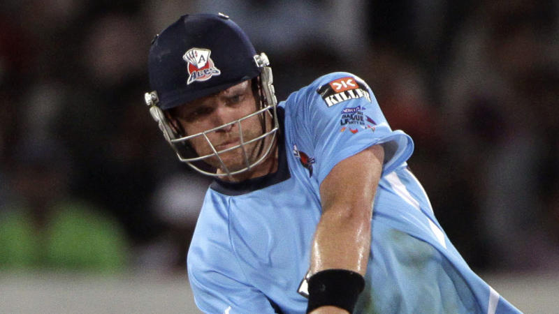 Disgraced ex-NZ cricketer Lou Vincent has been issued with a life ban from cricket for match-fixing.