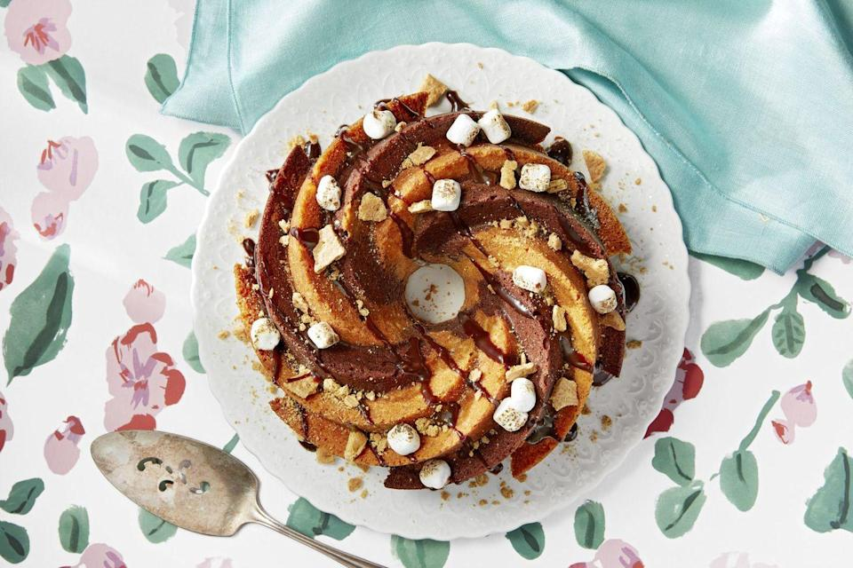 """<p>Dad's taught you a lot of things throughout the years, but his unwavering passion for dessert is a real standout. Lean into dad's sweet tooth this year with <a href=""""https://www.goodhousekeeping.com/holidays/fathers-day/g2419/fathers-day-quotes/"""" rel=""""nofollow noopener"""" target=""""_blank"""" data-ylk=""""slk:Father's Day"""" class=""""link rapid-noclick-resp"""">Father's Day</a> cakes and cupcakes that he won't be able to resist. Before you bust out your apron, you have to make some tough decisions: Go for a classic tiered option or tailor his post-dinner treat to highlight his top interests (yep, we're talking about cakes decked out as putting greens or beer cans). While delicious enough on their own, these picture-worthy desserts are best when served as the grand finale of a <a href=""""https://www.goodhousekeeping.com/holidays/fathers-day/g20637087/fathers-day-brunch/"""" rel=""""nofollow noopener"""" target=""""_blank"""" data-ylk=""""slk:Father's Day brunch"""" class=""""link rapid-noclick-resp"""">Father's Day brunch</a> or dinner made by his loved ones (you!). Best of all, these table-ready treats are <a href=""""https://www.goodhousekeeping.com/holidays/fathers-day/g336/fathers-day-gift-guide/"""" rel=""""nofollow noopener"""" target=""""_blank"""" data-ylk=""""slk:the sweetest gifts you can give dad"""" class=""""link rapid-noclick-resp"""">the sweetest gifts you can give dad</a>, grandpa, or another important man in your life because they're all made with love — literally. </p>"""