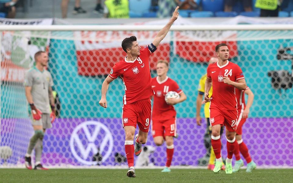 Lewandowski and his teammates sprint back to the centre circle - GETTY IMAGES