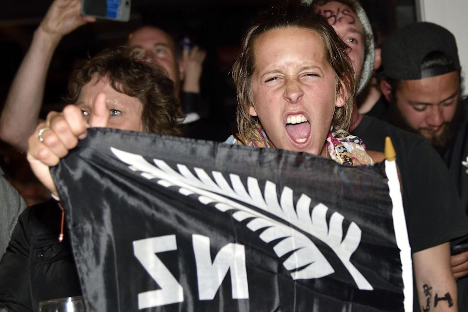 New Zealand fans in Wellington celebrate as they watch the All Blacks win the 2015 Rugby World Cup, November 01, 2015. New Zealand defeated Australia in the final. AFP PHOTO / MARTY MELVILLE (AFP Photo/Marty Melville)