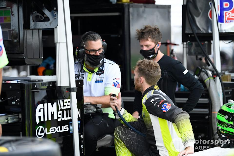 """Hawksworth and Telitz chat with AVS race engineer Geoff Fickling. He served as Hawksworth's engineer in Pro Mazda and Indy Lights. <span class=""""copyright"""">Richard Dole / Motorsport Images</span>"""