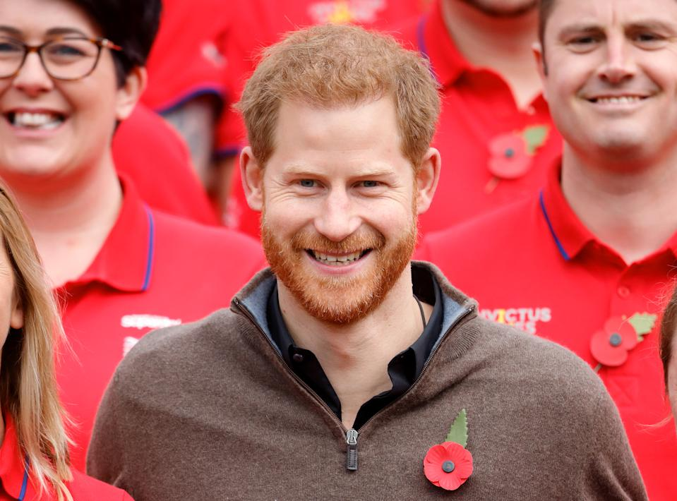 LONDON, UNITED KINGDOM - OCTOBER 29: (EMBARGOED FOR PUBLICATION IN UK NEWSPAPERS UNTIL 24 HOURS AFTER CREATE DATE AND TIME) Prince Harry, Duke of Sussex poses for a photograph with a competitor as he attends the launch of Team UK for the Invictus Games The Hague 2020 at the Honourable Artillery Company on October 29, 2019 in London, England. HRH is Patron of the Invictus Games Foundation. (Photo by Max Mumby/Indigo/Getty Images)