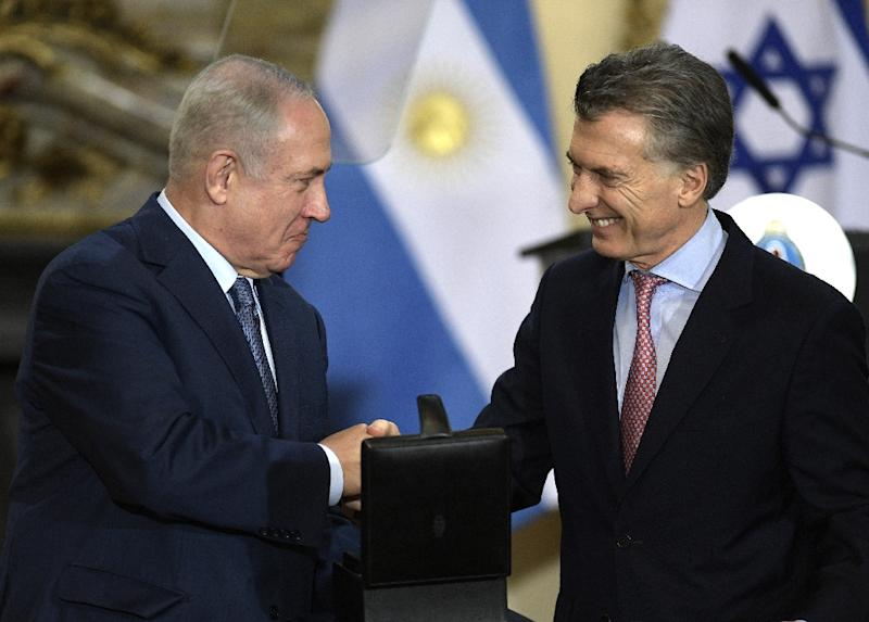 Israeli Prime Minister Benjamin Netanyahu (L) receives from Argentina's President Mauricio Macri a box with hard disks containing information about the Holocaust (AFP Photo/JUAN MABROMATA)