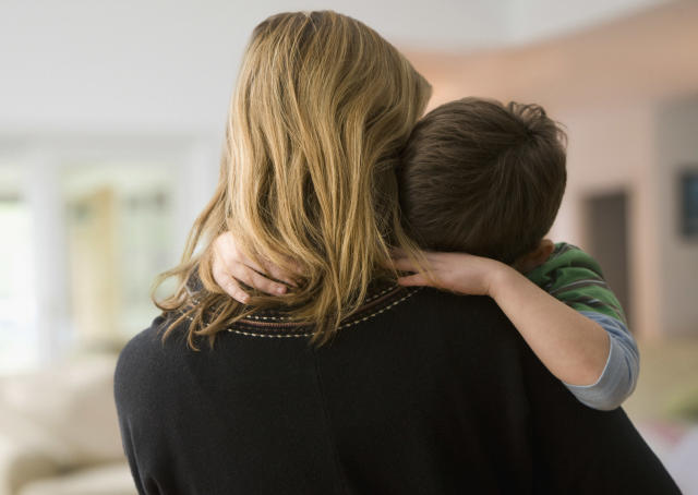 There are ways to help a child with anxiety. (Photo: Getty)