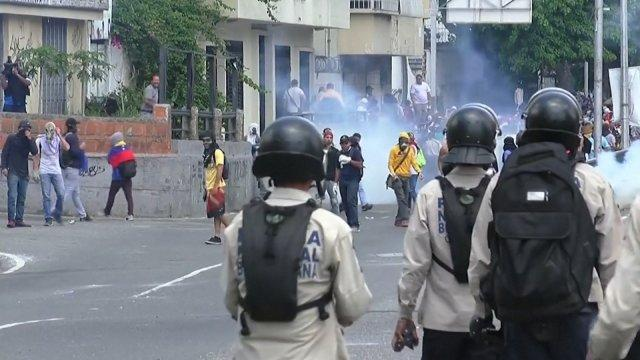 Violent clashes between Anti-Maduro protesters and police in Caracas