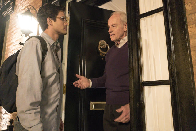 Cunanan pays Lee Miglin a visit in  <em>The Assassination of Gianni Versace</em>. (Photo: Suzanne Tenner/FX)