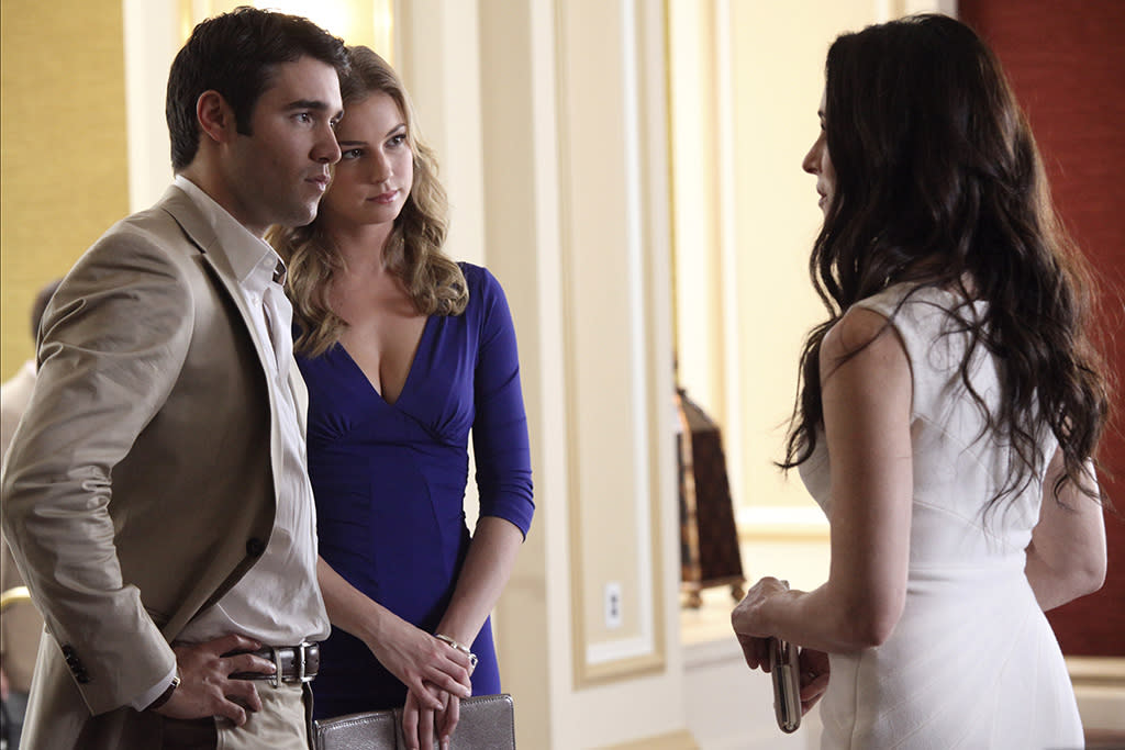 """Collusion"" - With Emily by his side, Daniel goes toe to toe with his fiercest business rival, Jason Prosser, to land an important deal that Victoria is determined to block. Aiden takes a very dark turn, and Jack and Amanda's future lands in the unlikely hands of Conrad Grayson, on ""Revenge."""