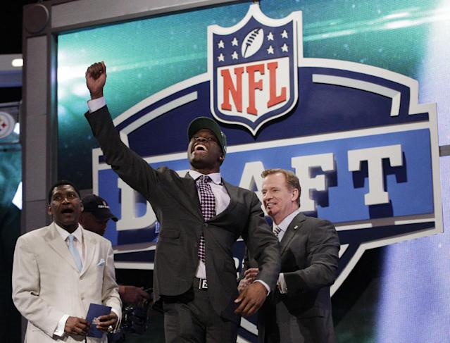 Georgia Tech wide receiver Stephen Hill celebrates as NFL Commissioner Roger Goodell, right, and Wesley Welker, left, watch after Hill was selected 43rd overall by the New York Jets in the second round of the NFL football draft at Radio City Music Hall, Friday, April 27, 2012, in New York. (AP Photo/Frank Franklin II)