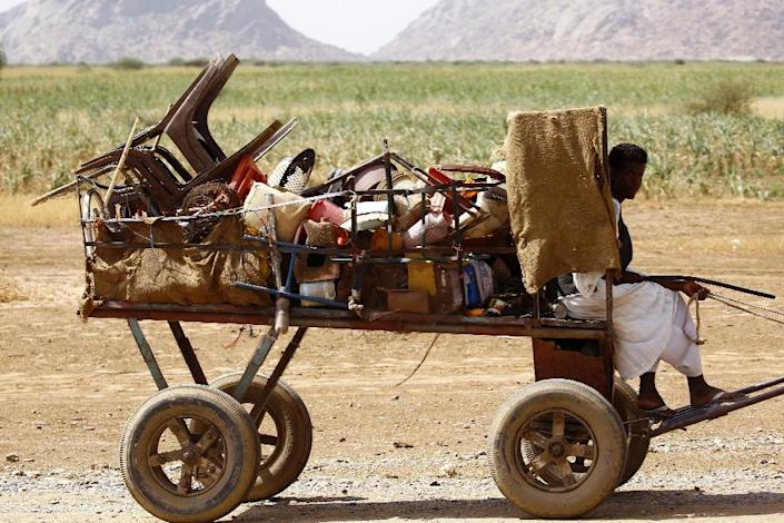 An Eritrean refugee rides a cart at a temporary camp in Kassala, in eastern Sudan, on October 22, 2015 (AFP Photo/Ashraf Shazly)