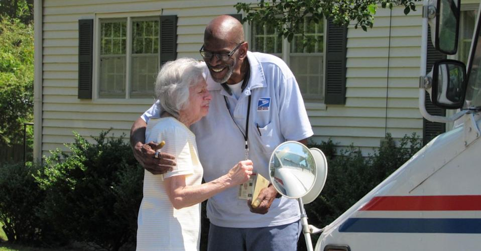 Neighbors of an Atlanta suburb send off postal service employee Floyd Martin with a block party. He has worked the same route for 35 years. (Photo: Twitter)
