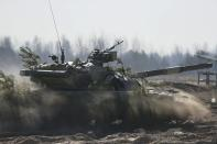 A Ukrainian tank takes part in a military exercise near the village of Goncharivske March 14, 2014. U.S. President Barack Obama said on Friday he still hopes for a diplomatic solution to the Ukraine crisis heading into a pivotal weekend. REUTERS/Gleb Garanich