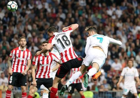 Soccer Football - La Liga Santander - Real Madrid vs Athletic Bilbao - Santiago Bernabeu, Madrid, Spain - April 18, 2018 Real Madrid's Cristiano Ronaldo in action with Athletic Bilbao's Oscar de Marcos REUTERS/Susana Vera