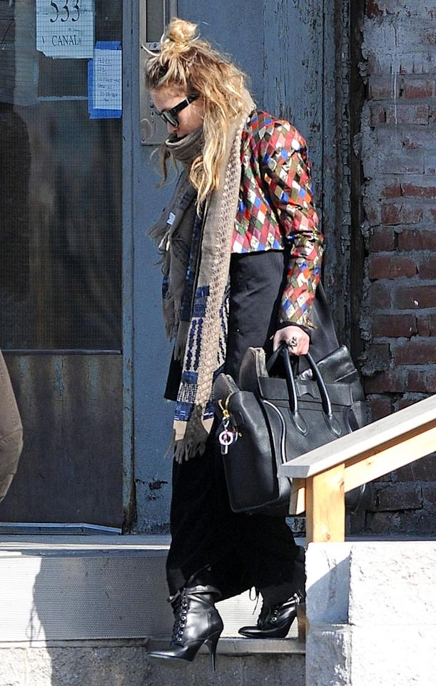 "Mary-Kate Olsen teetered out of her NYC abode wearing apparently anything and everything she could find in her closet. Could someone please tell us again why she's considered a fashionista? <a href=""http://www.splashnewsonline.com/"" target=""new"">Splash News</a> - March 19, 2010"
