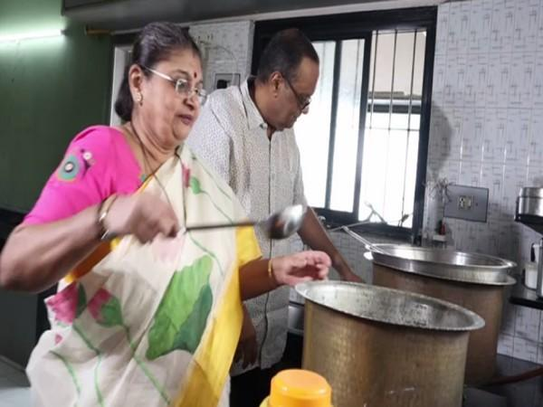 Meena Mehta, along with her husband Atul, cooking for the underprivileged malnourished people