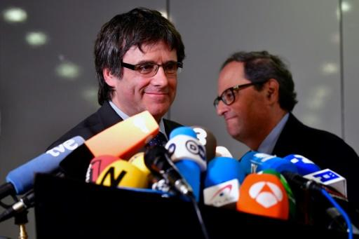 The newly elected Catalan regional president Quim Torra (R) and exiled ousted leader Carles Puigdemont attend a press conference in Berlin on May 15, 2018