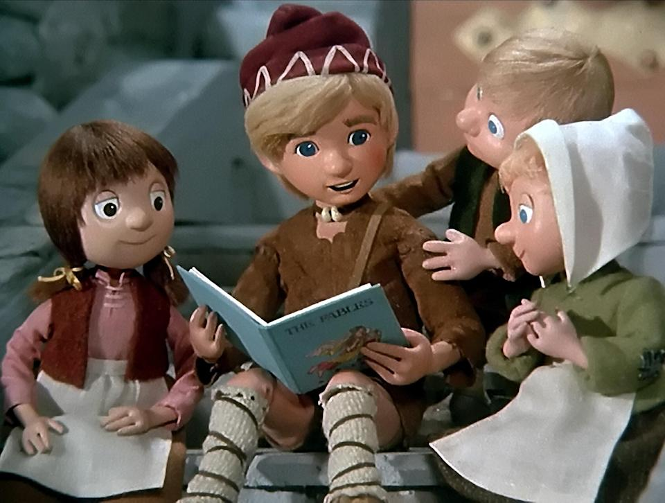 """<h1 class=""""title"""">YOUNG CLAUS THE LIFE & ADVENTURES OF SANTA CLAUS (1985)</h1><cite class=""""credit"""">AF archive / Alamy Stock Photo</cite>"""