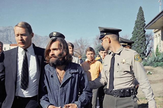 <p>Charles Manson, leader of a hippie cult linked to the Sharon Tate murders, is taken from jail to a courtroom at Independence, Calif., on Dec. 3, 1969, for a preliminary hearing on charges of possessing stolen property. At left is his public defender, Fred Schaefer. (Photo: AP) </p>