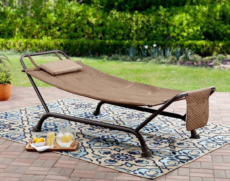 Mainstays Wentworth Deluxe Hammock with Stand. (Photo: Walmart)