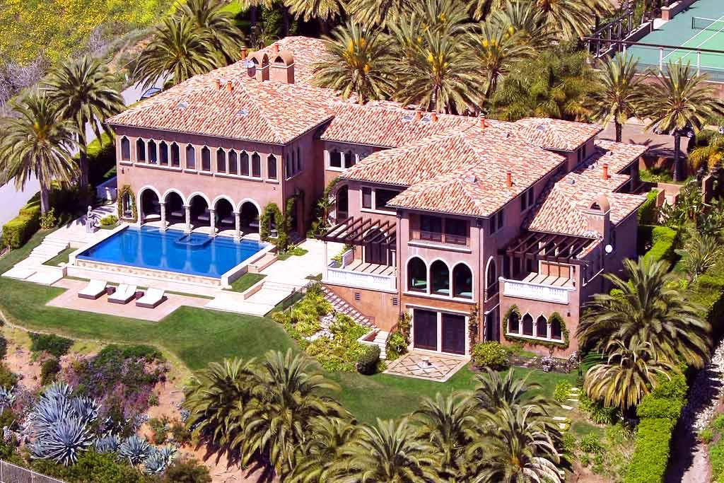 "Looking for a new pad? How 'bout Cher's Malibu mansion that just went on sale? It boasts six bedrooms, seven baths, a theater, a gym, a pool, a tennis court, a guesthouse ... and a $45 million price tag! Darren Banks/<a href=""http://www.splashnewsonline.com"" target=""new"">Splash News</a> - August 1, 2008"
