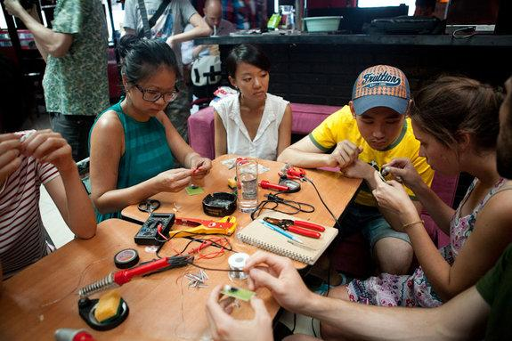 Beijingers learn how to assemble kites that can detect air pollution in a Float Beijing workshop in August 2012.