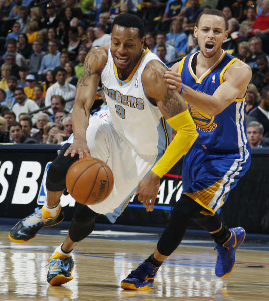 Denver Nuggets guard Andre Iguodala, left, pursues a loose ball with Golden State Warriors guard Stephen Curry in the third quarter of Game 5 of their first-round NBA basketball playoff series, Tuesday, April 30, 2013, in Denver. The Nuggets won 107-100. (AP Photo/David Zalubowski)