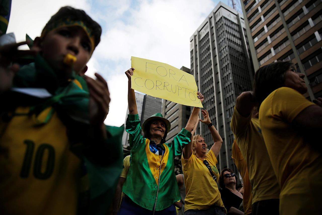"Demonstrators attend a protest against corruption at Paulista Avenue in Sao Paulo, Brazil, December 4, 2016. The sign reads  ""Out Corrupt"" . REUTERS/Nacho Doce"