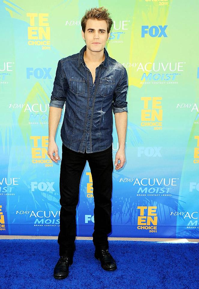 "<strong>Paul Wesley:</strong> Denim shirts are a classic ongoing trend and the ""Vampire Diaries"" hottiel gets bonus points for rolling up the sleeves! (08/07/2011)<br><br><a target=""_blank"" href=""http://www.seventeen.com/love/advice/how-to-get-your-crush?link=emb&dom=yah_omg&src=syn&con=slide&mag=svn"">Find Out How to Get Your Crush!</a>"