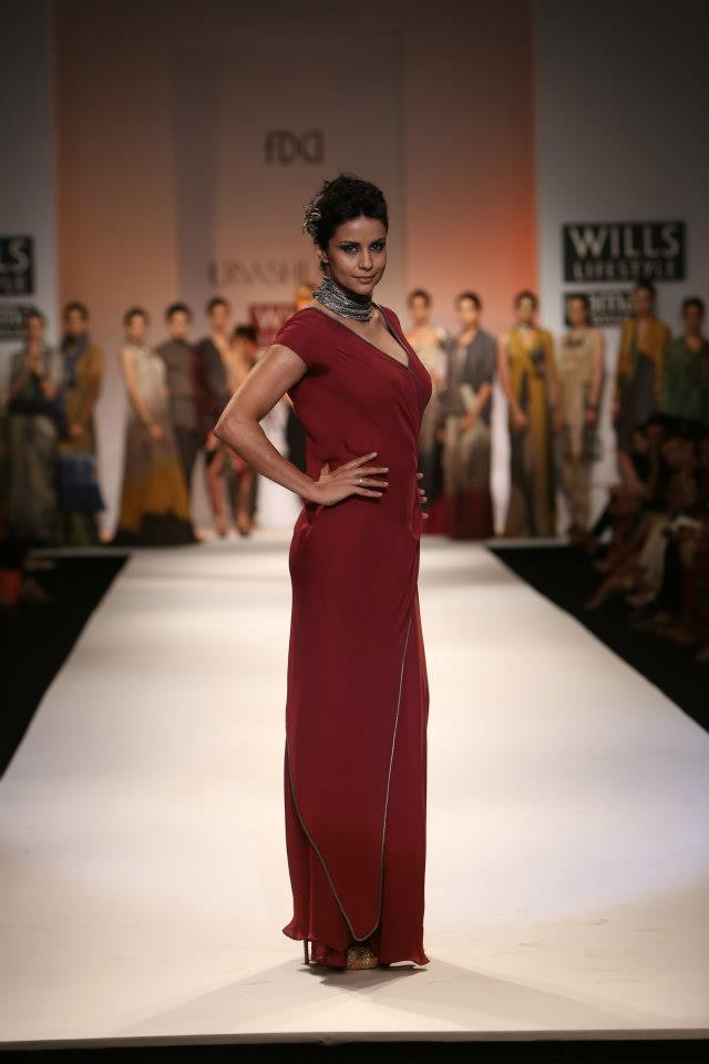Former beauty queen turned actress Gul Panag also put her best foot forward as she walked for designer Urvashi Kaur.