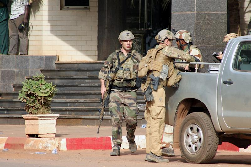 Local and international soldiers stand guard in front of the Radisson Blu hotel in Bamako on November 20, 2015