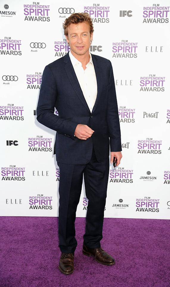 "<span style=""font-family:Arial;""><span style=""font-size:10pt;font-family:Arial;"">Simon Baker, in a stylish blue suit, knew just how to dress for the relaxed, beach-side festivities. No tie necessary!<br></span></span>"