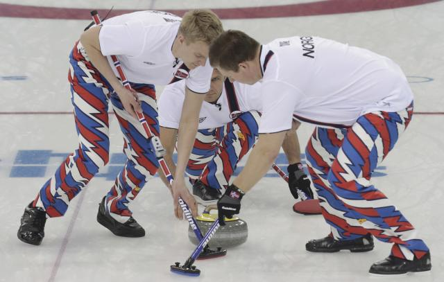 Norway's skip Thomas Ulsrud (C) watches his shot as teammates Haavard Vad Petersson (L) and Christoffer Svae sweep during their men's curling round robin game against China in the Ice Cube Curling Centre at the Sochi 2014 Winter Olympic Games February 14, 2014. REUTERS/Ints Kalnins (RUSSIA - Tags: SPORT OLYMPICS SPORT CURLING)