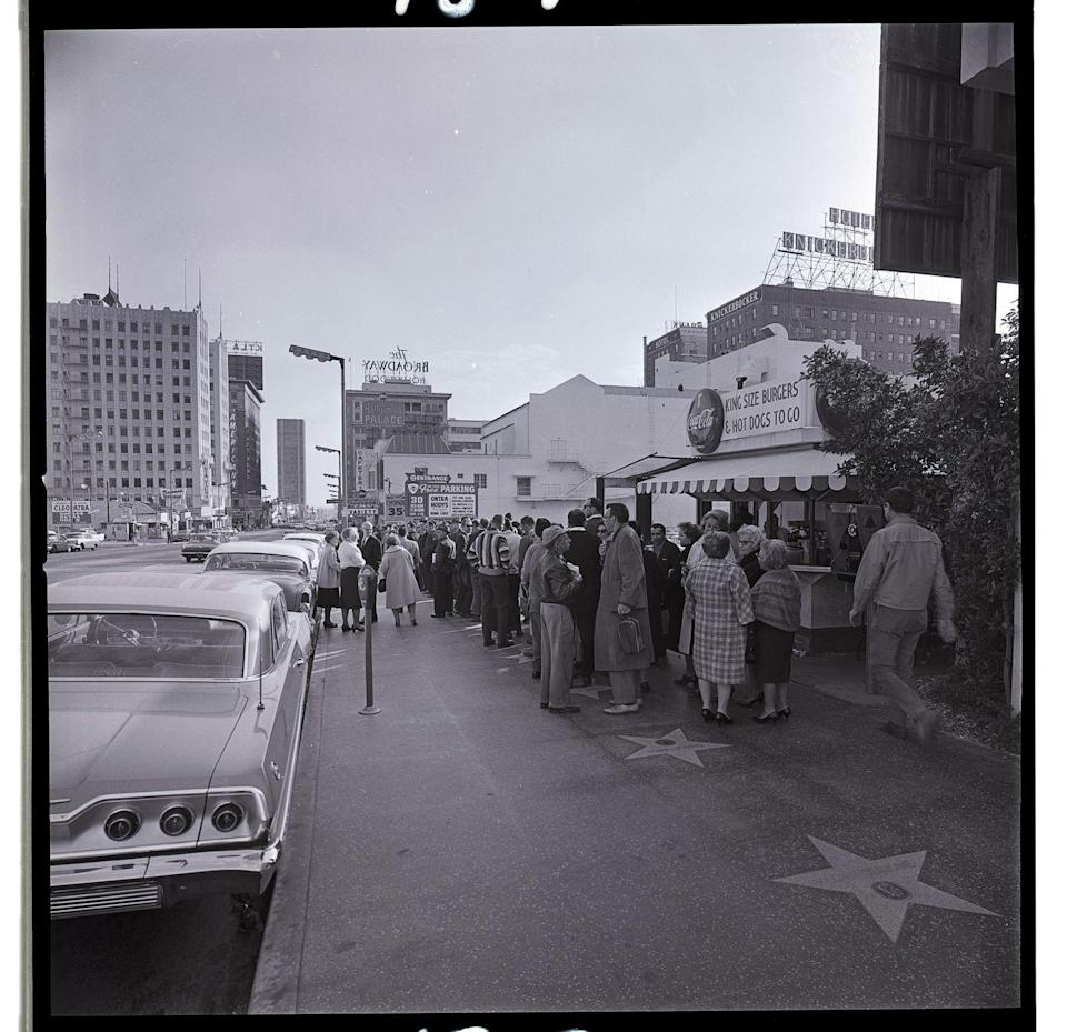 <p>Crowds stand outside the Hollywood Palace Theater, waiting to attend a taping of the variety show of the same name. <br></p>