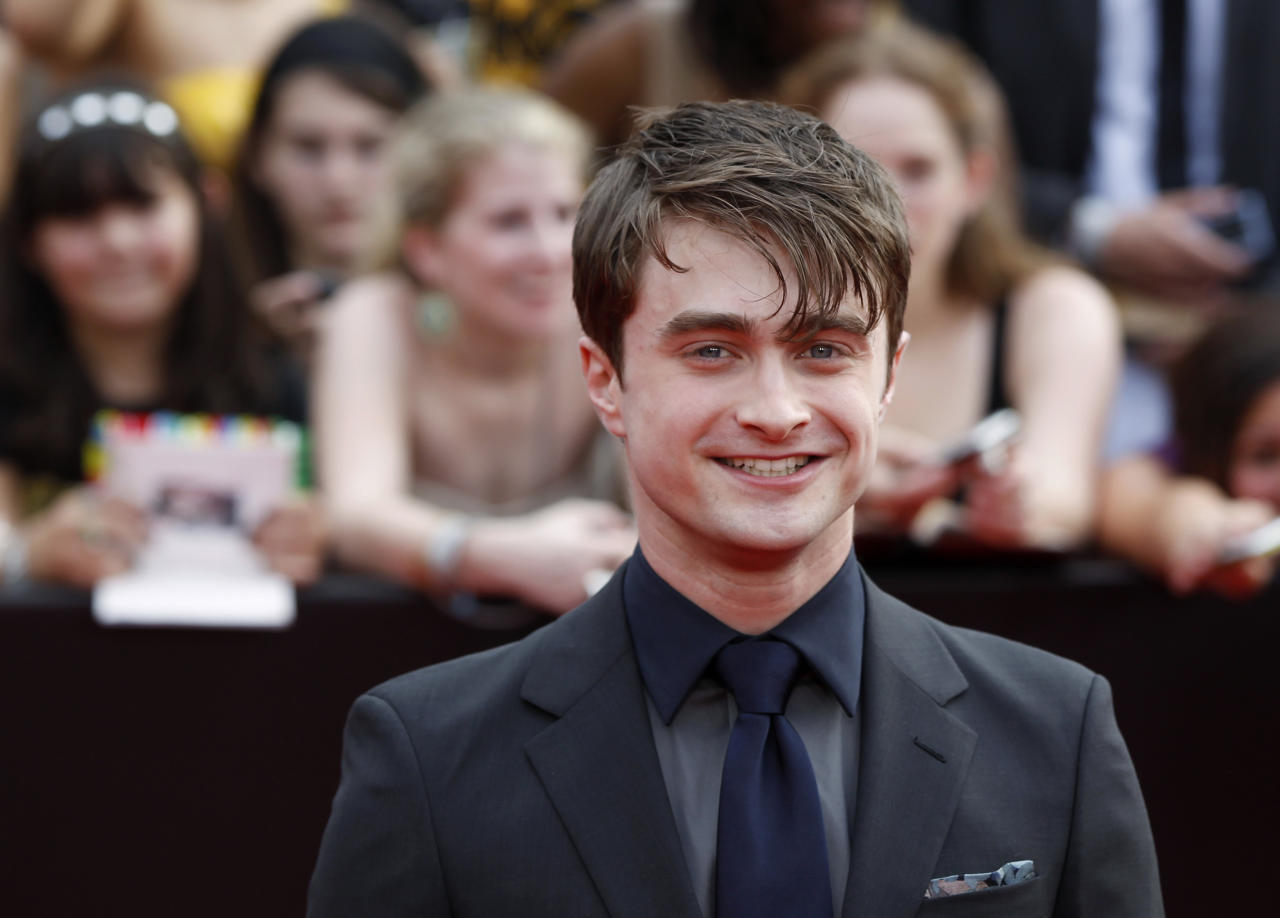 "Cast member Daniel Radcliffe arrives for the premiere of the film ""Harry Potter and the Deathly Hallows: Part 2"" in New York July 11, 2011.  REUTERS/Lucas Jackson (UNITED STATES - Tags: ENTERTAINMENT)"