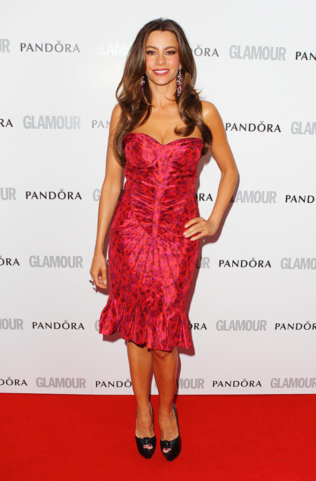 "Sofia Vergara, who is newly single since her split from boyfriend Nick Loeb, looked va-va-voom in a strapless red print dress with a playful pleated bottom. The 39-year-old ""Modern Family"" star, who celebrated her return to singledom during a <a href=""http://omg.yahoo.com/blogs/jaunt/sofia-vergara-celebrates-her-return-singledom-fabulous-vacation-202219722.html"" target=""new"">post-breakup getaway to Anguilla</a>, was given the award for Comedy Actress of the Year."