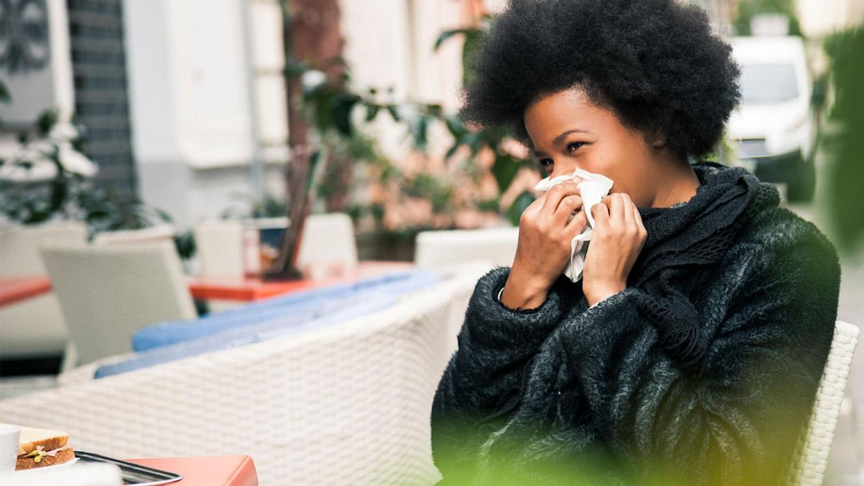 Here's how you can tell if you have fall allergies and not a cold or other respiratory virus. (Photo: Getty)