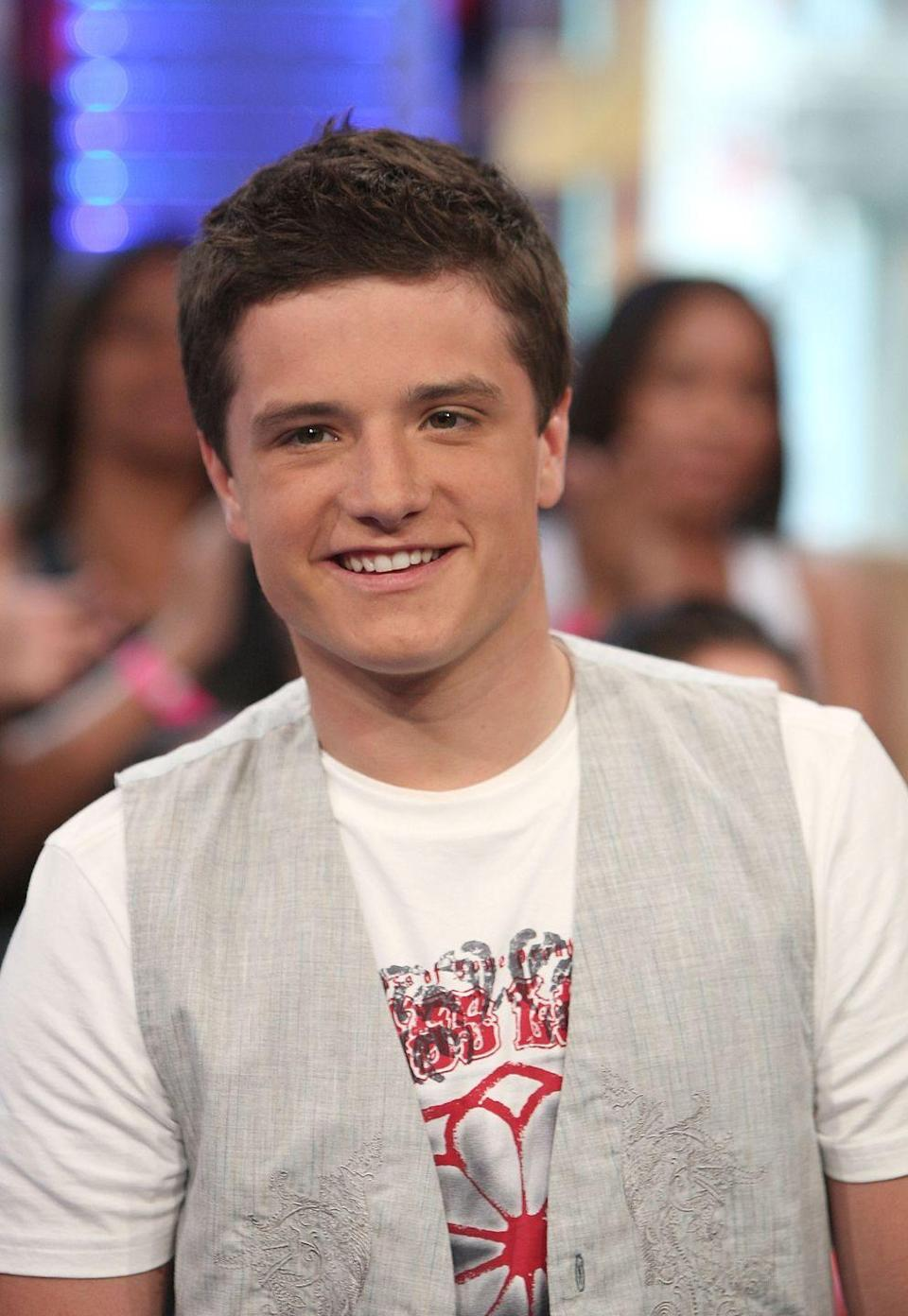 <p>Hello to bb Josh Hutcherson's unbuttoned vest over a t-shirt ONLY.</p>