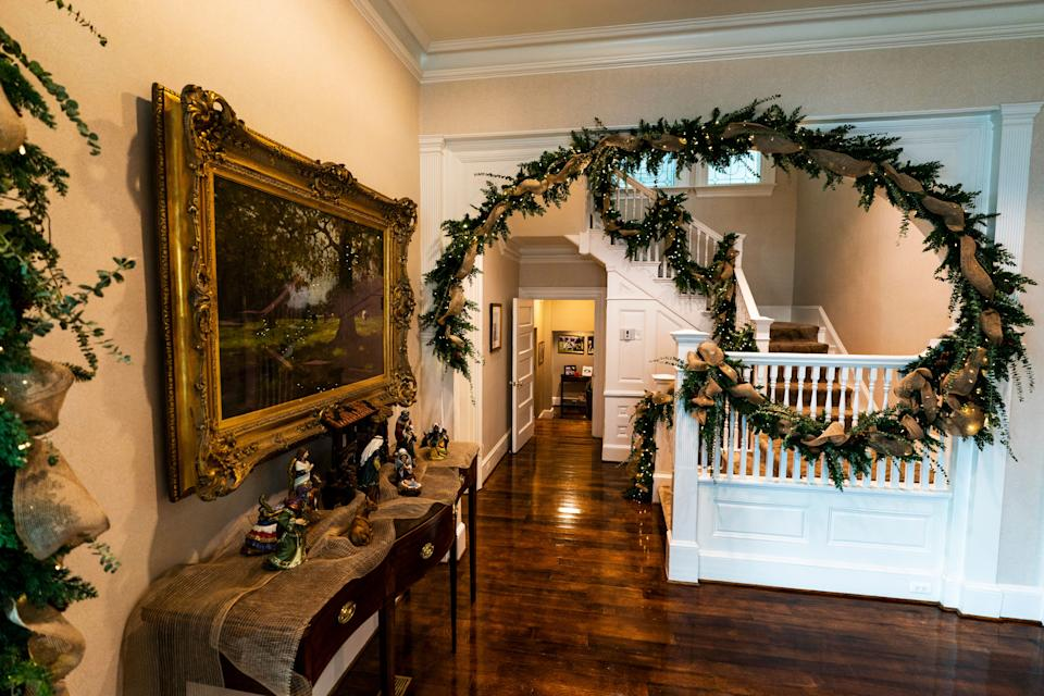 The foyer as decorated for the holidays by Karen Pence in 2020. (Photo: ASSOCIATED PRESS)