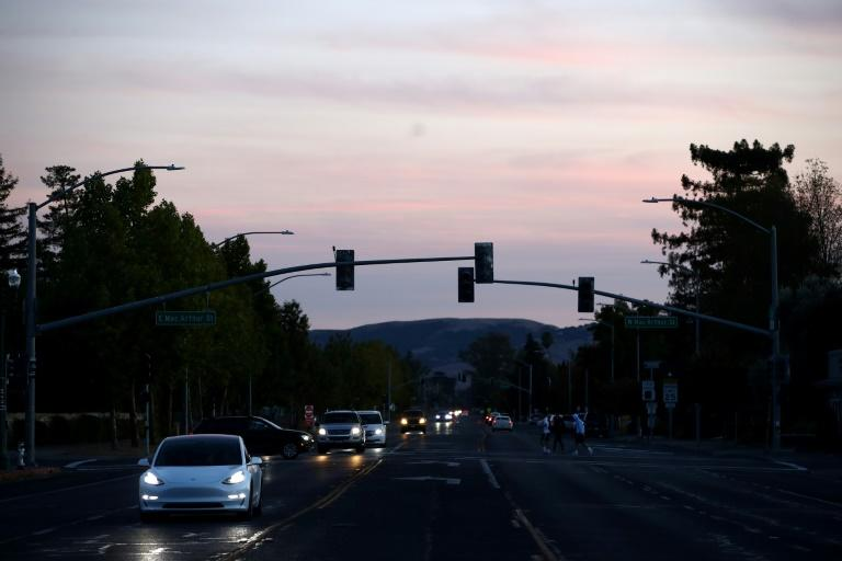 Traffic lights in the Sonoma area are out due to power outages (AFP Photo/EZRA SHAW)