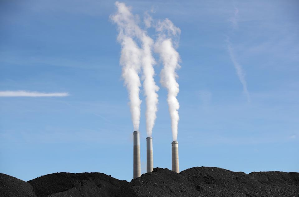PacifiCorp's Hunter coal-fired power pant releases steam as it burns coal outside of Castle Dale, Utah, on Nov. 14, 2019. (Photo: GEORGE FREY via Getty Images)