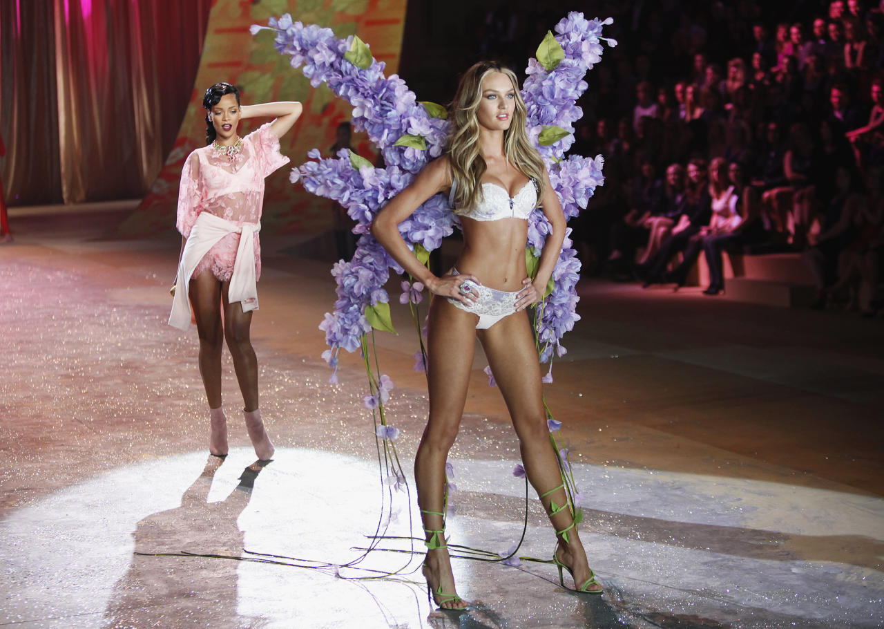 Singer Rihanna (L) performs while a model presents a creation during the Victoria's Secret Fashion Show in New York November 7, 2012. REUTERS/Carlo Allegri  (UNITED STATES - Tags: ENTERTAINMENT SOCIETY FASHION TPX IMAGES OF THE DAY)