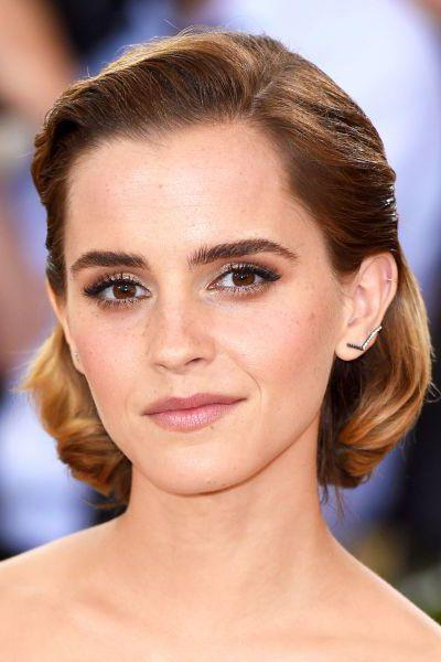 <p>Side parted, slicked back and curled under, Emma Watson's bob isa sculptural feat.</p>