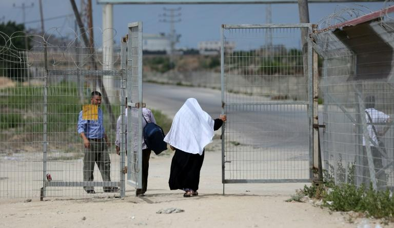 Palestinians pass through the Erez crossing with Israel, near Beit Hanun in the northern Gaza Strip, on  August 27, 2018