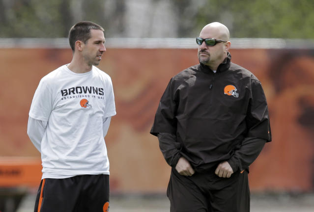 Former Cleveland head coach Mike Pettine, right, was reportedly at a party for fired Browns coaches at the scouting combine. No word if his former offensive coordinator, Kyle Shanahan (left), was there too. (AP)