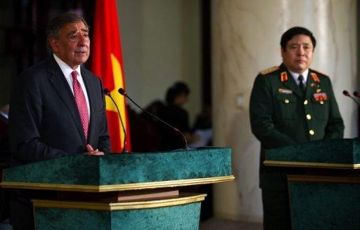 Secretary of Defense Leon Panetta (L) speaks next to Vietnam Minister of Defense Phung Quang Thanh (R)
